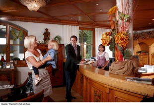 Reception | Hotel Der Waldhof i Zell am See