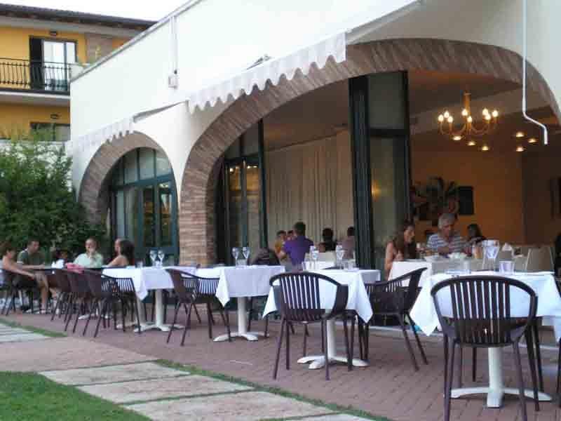 Residence le terrazze sul lago sommerferie ved gardas en for Casetta sul lago catskills ny